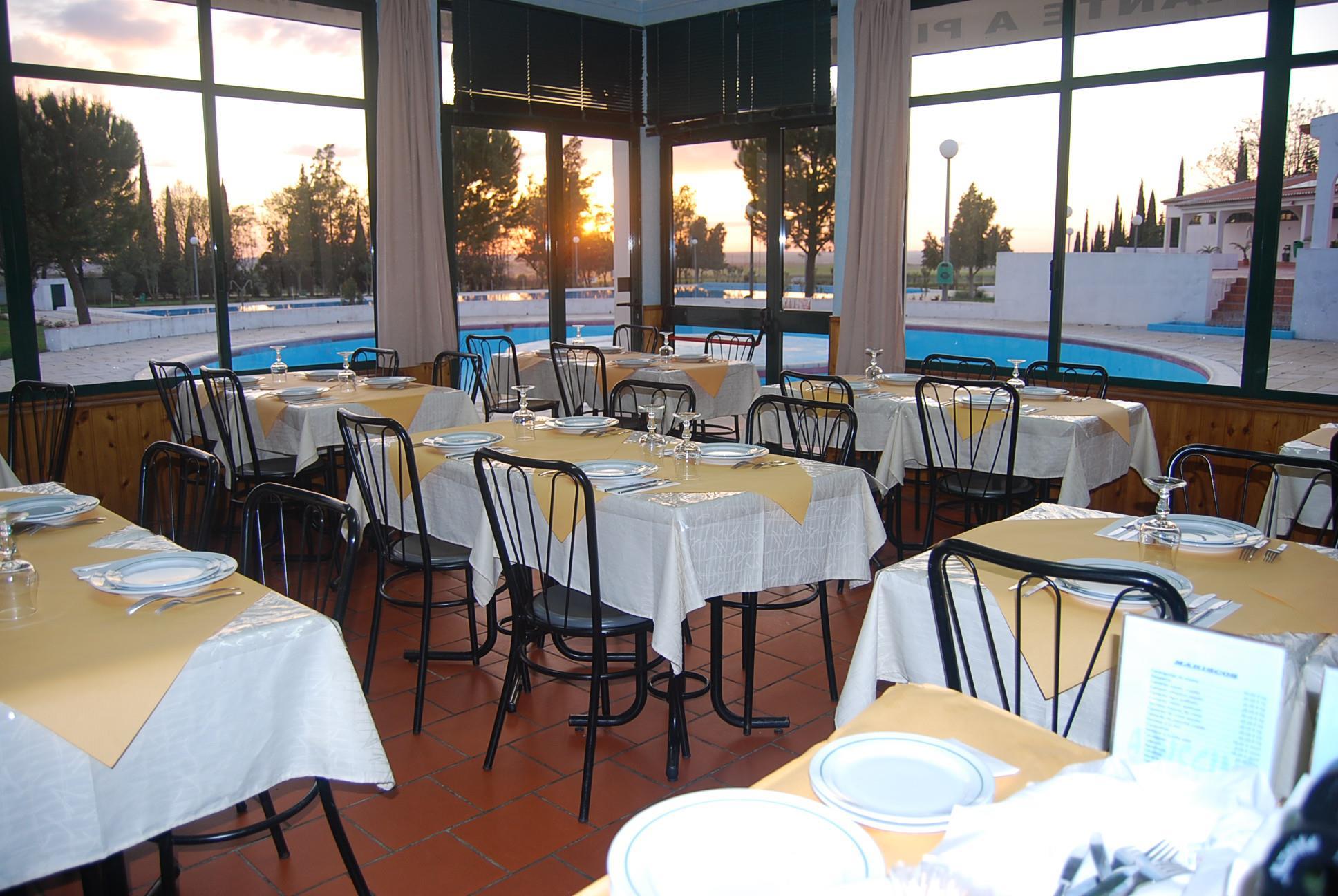 Restaurante marisqueira a piscina for Alberca restaurante